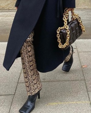 The Look: Πώς Να Φορέσεις Ρούχα & Αξεσουάρ Με Αλυσίδες