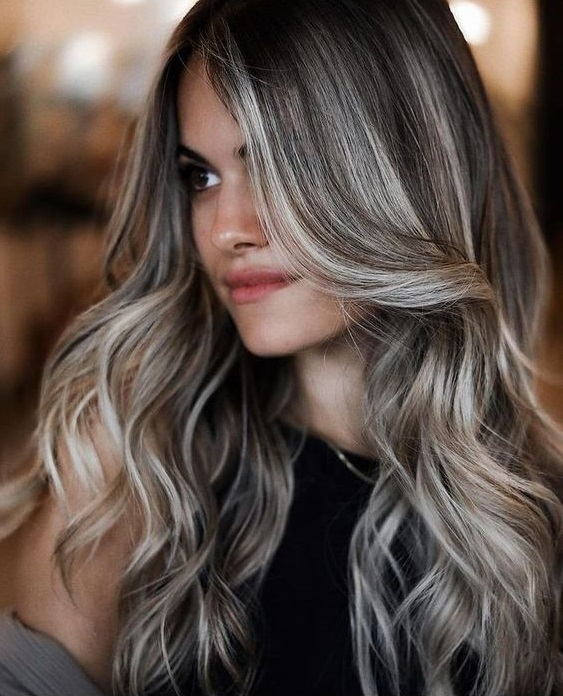 Πόσο συχνά πρέπει να λούζεσαι για να έχεις τέλεια μαλλιά - The Cover