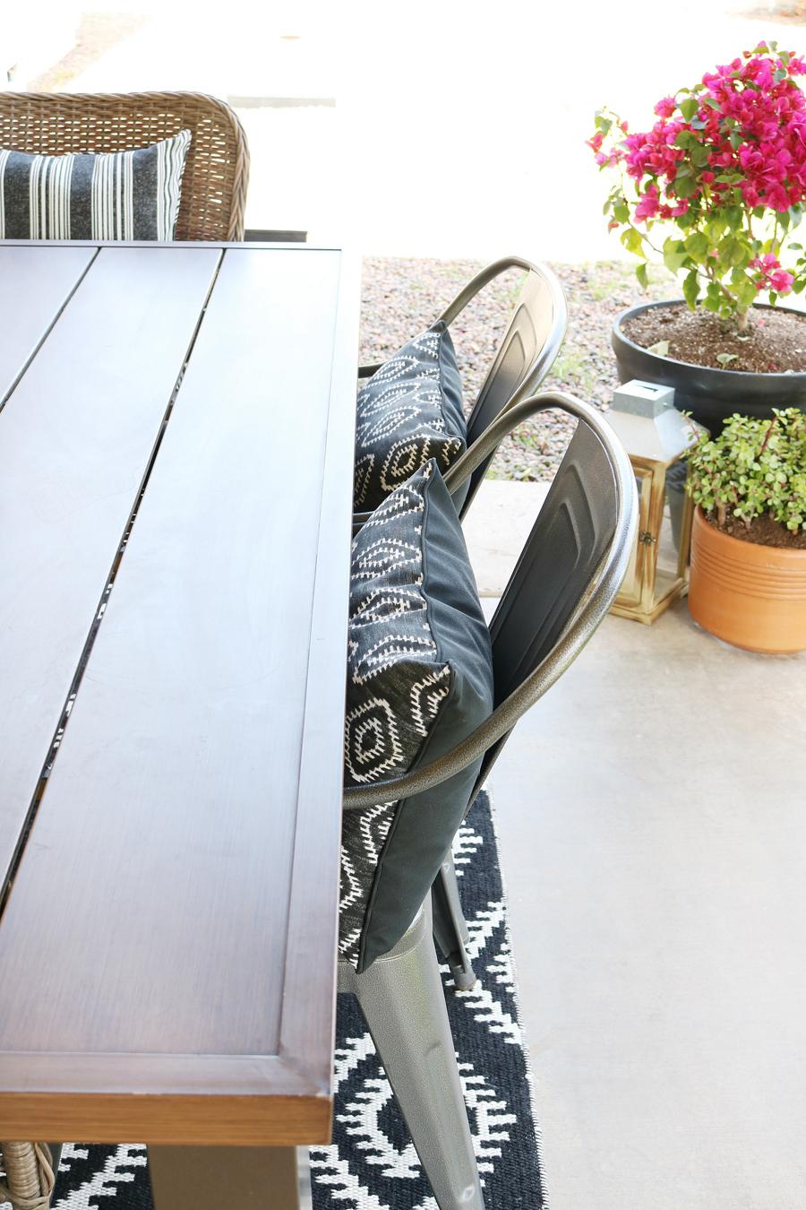 Black & White Modern Farmhouse Patio Decor on Black And White Backyard Decor  id=58818