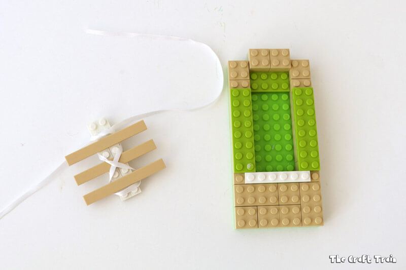 Create a Lego Soelace practice board to help kids learn to tie their laces