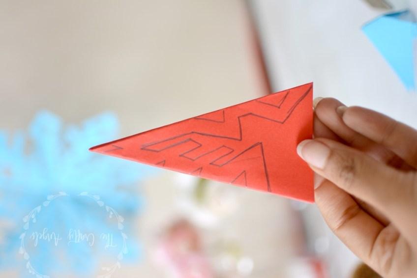 Easy Kirigami Snowflake Tutorial (6 Pointed) | Snowflake origami ... | 566x848