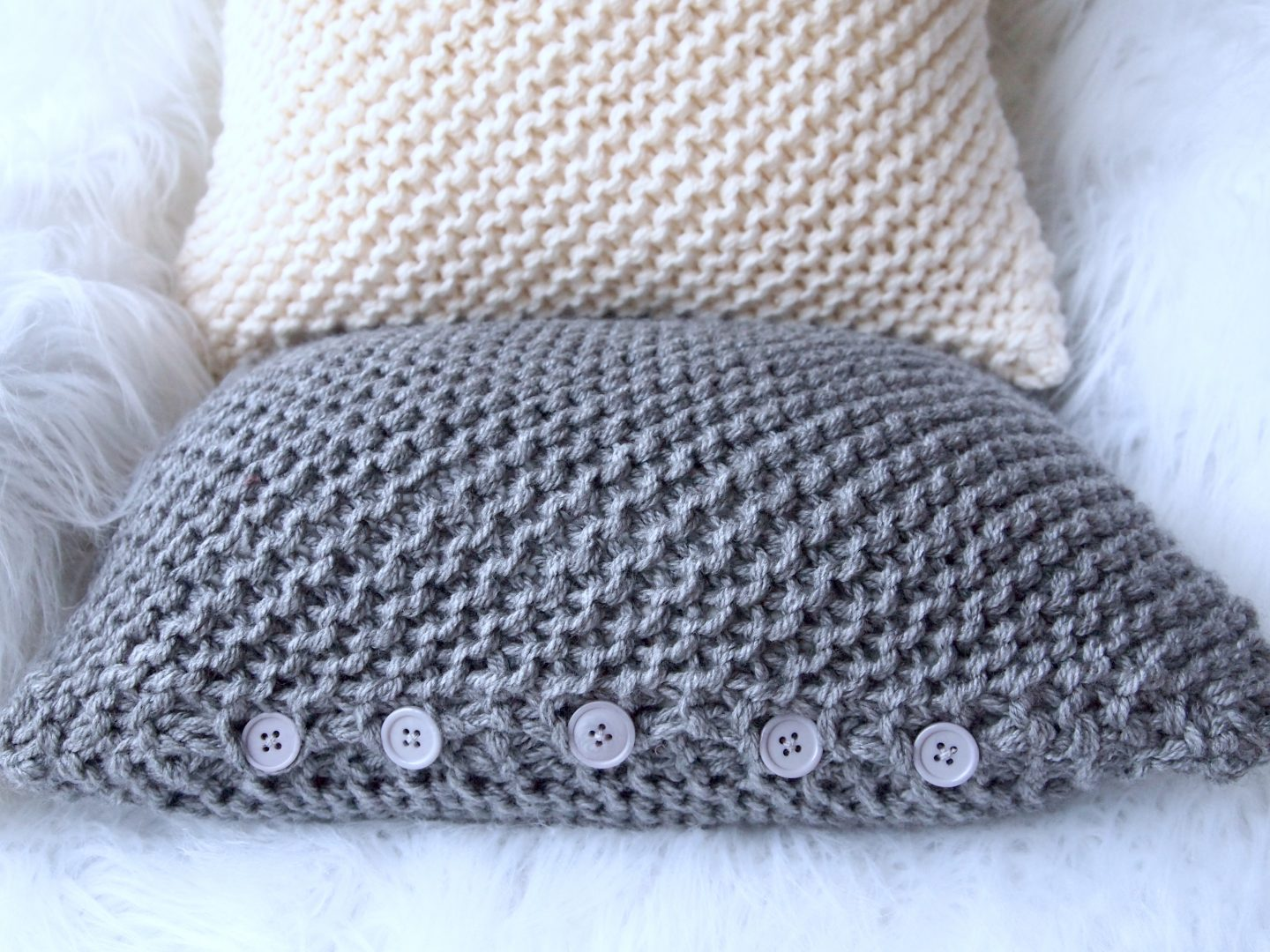 easy knitted chunky cushion cover the