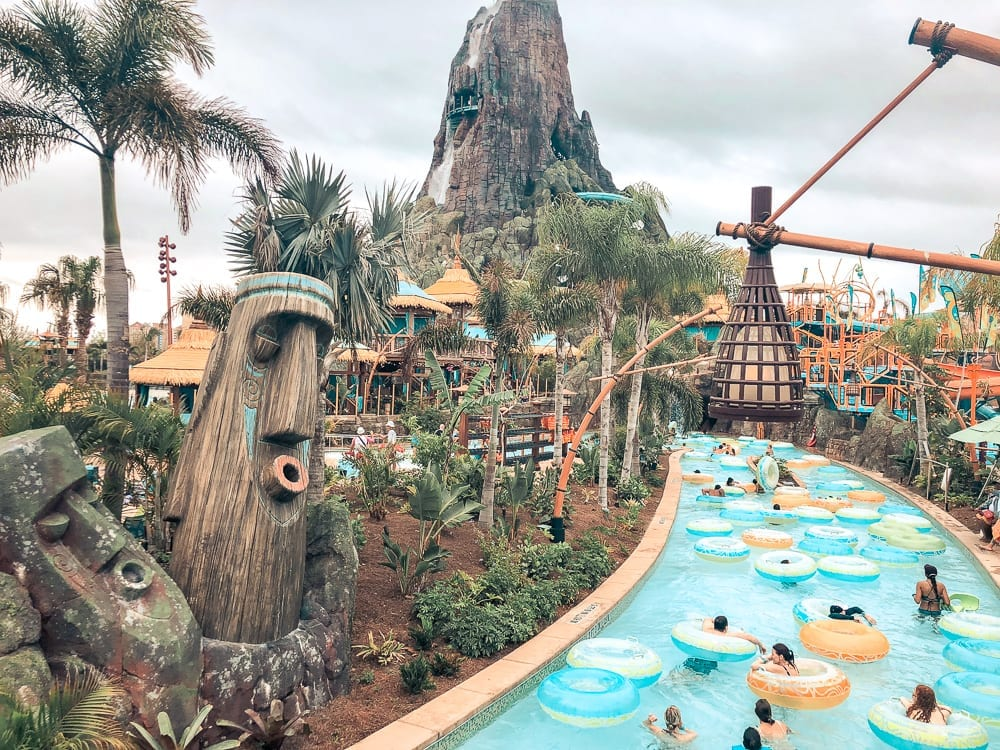 The Ultimate Tips and Tricks Guide to Universal Orlando Resort | The Crave Traveler | Everything you need to know before you go to Universal Studios, Islands of Adventure, Volcano Bay, the On-Site Hotels, and the Wizarding World of Harry Potter by someone that used to work there!