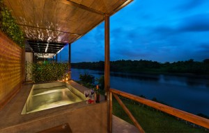 Outdoor Bathtub/Plunge pool at Birds Nest Chalet at Anchaviyo Resort.