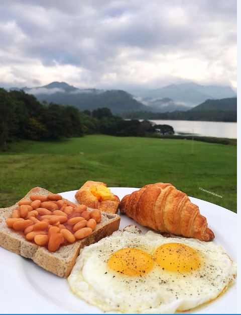 Breakfast with a view at Victoria Golf Course & Country Resort., Kandy.