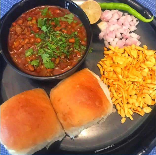 Misal Pav Recipe. How to make Maharashtrian Misal Pav. Easy Recipe.