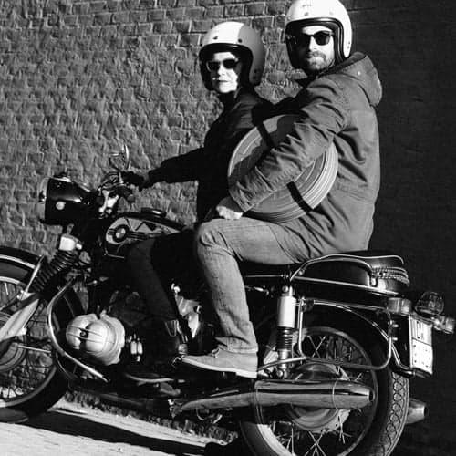 Silva Fedrigo e Alessandro Marotto della Rodaggio Film su BMW d'epoca