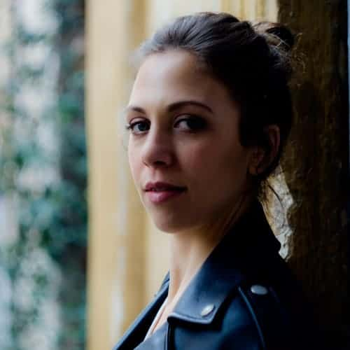 Barbara Chichiarelli attrice - primo piano tre quarti Trastevere Roma