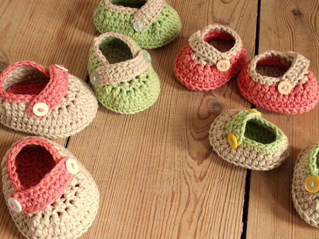 Crochet Button Buckle Baby Shoes in 4 sizes (US terms) by HanJan Crochet