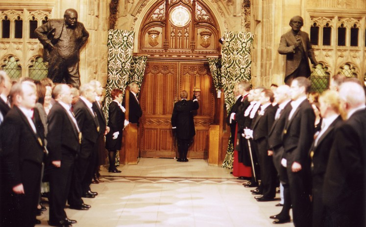 Black Rod knocks to be admitted
