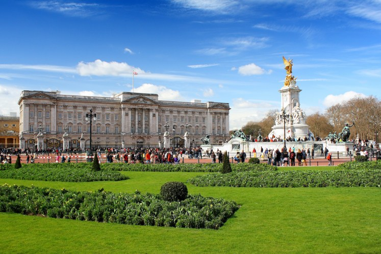 An intruder scaled the wall at Buckingham Palace yesterday. Datmater