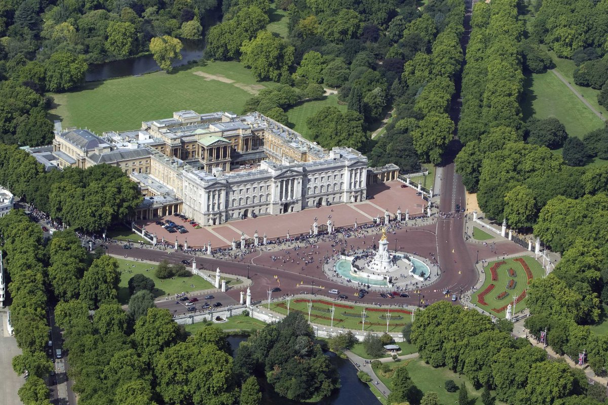 New security measures outside Buckingham Palace