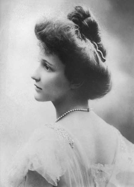 A young Nancy Astor (Wikimedia Commons)
