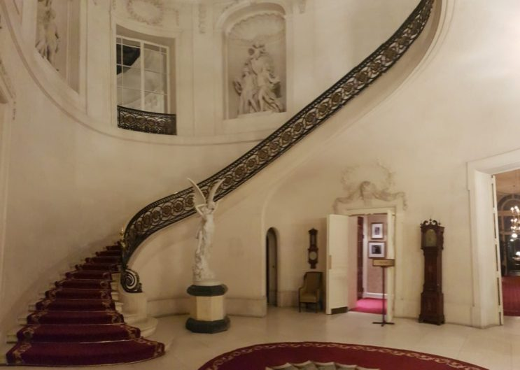 Lord of the Manor    Luton Hoo - a royal family favourite