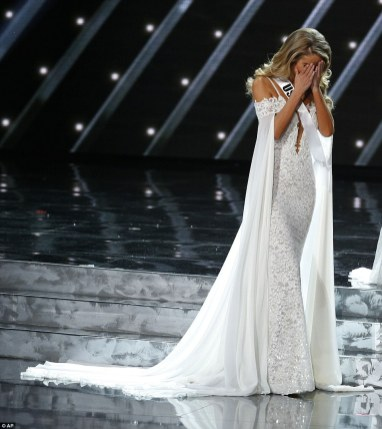 2F8A795D00000578-3368439-Miss_USA_Olivia_Jordan_reacts_as_she_makes_it_into_the_final_fiv-m-183_1450678498479