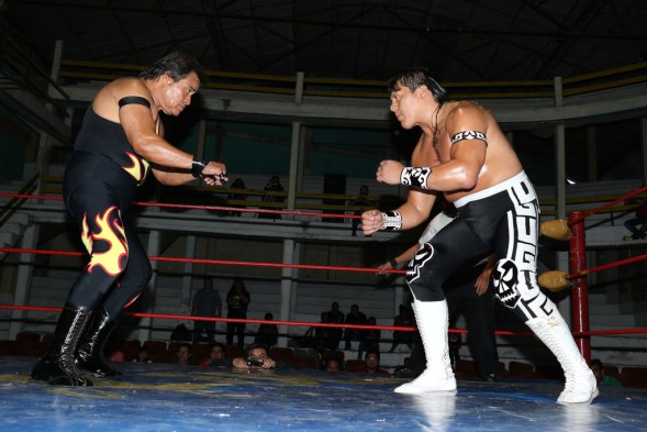 Satanico vs Ultimo Guerrero/photo by Black Terry Jr.