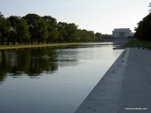 Pool Leading To Lincoln Memorial