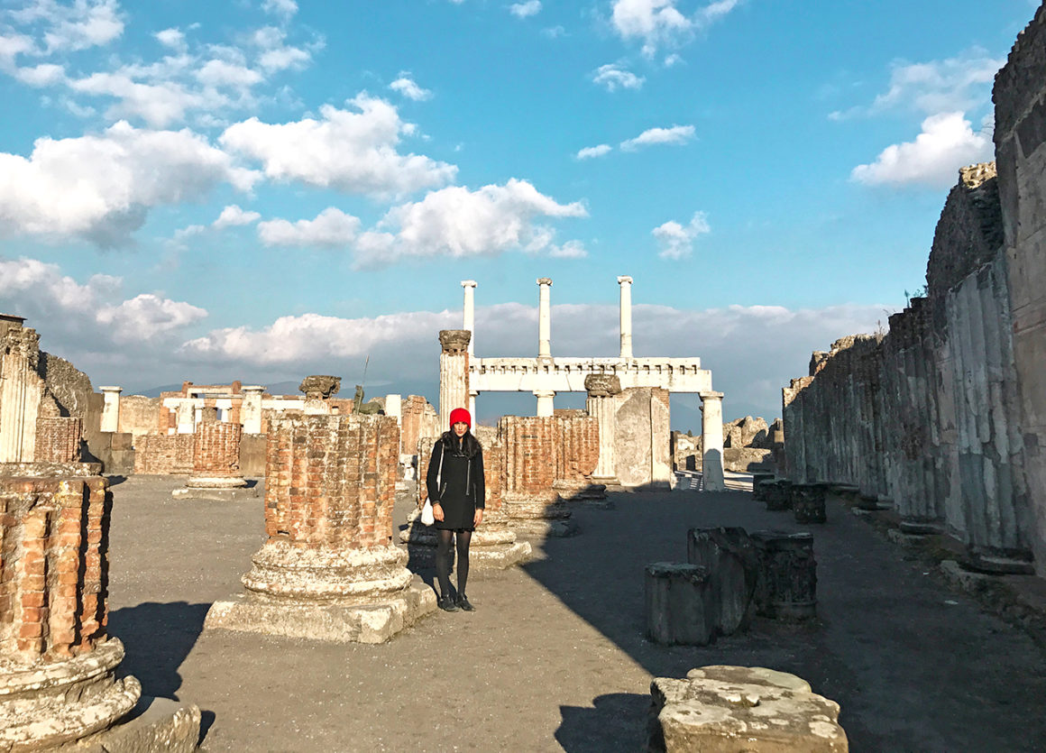 Naples to Pompeii by train - travel itinerary