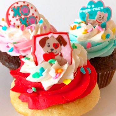 Paws and Kisses Valentine Cupcakes