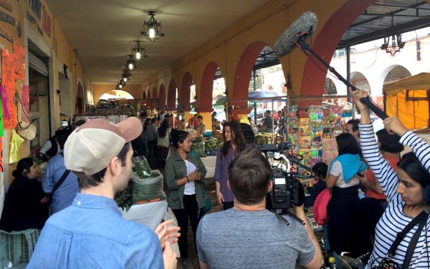 Walking through Teotihuacan market