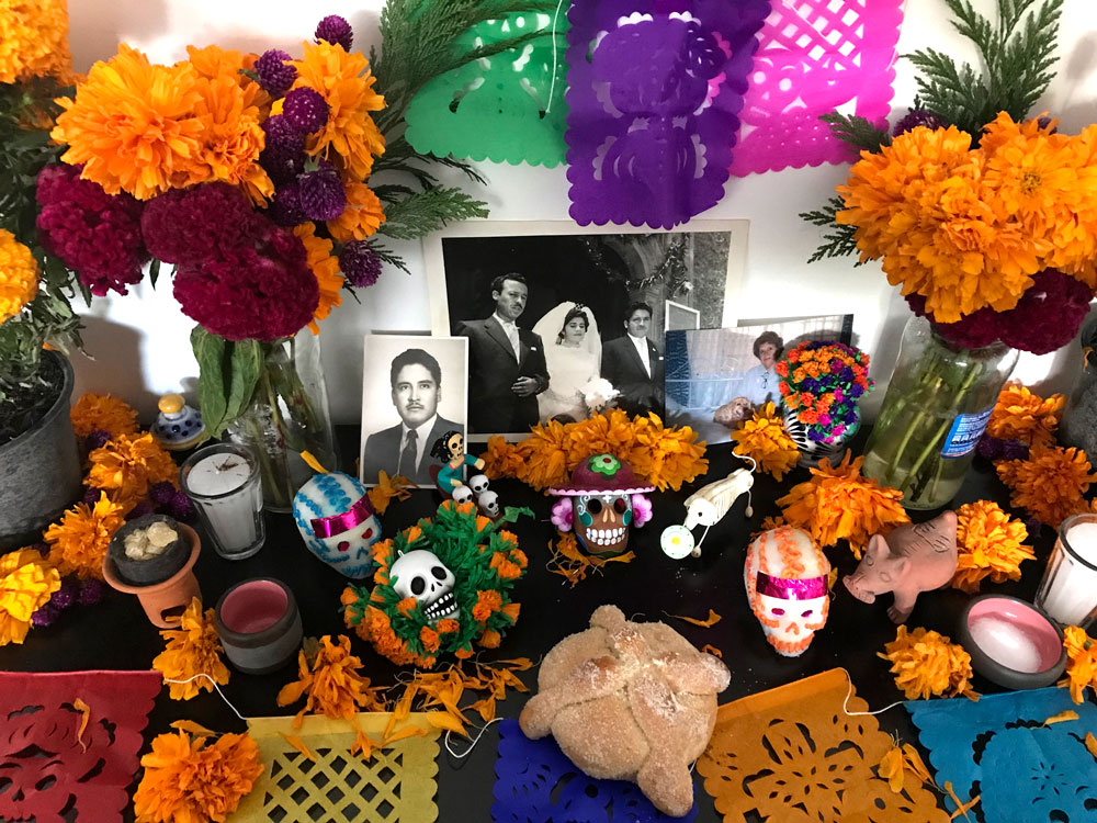 Day of the dead Altar | The Curious Mexican