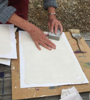 smoothing the dry combed cement with sand-paper