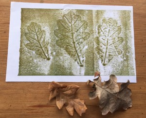 roller print using oak leaves