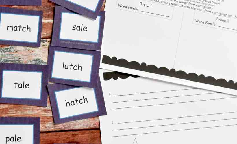 FREE Word Family Word Work Center | word families | The Curriculum Corner