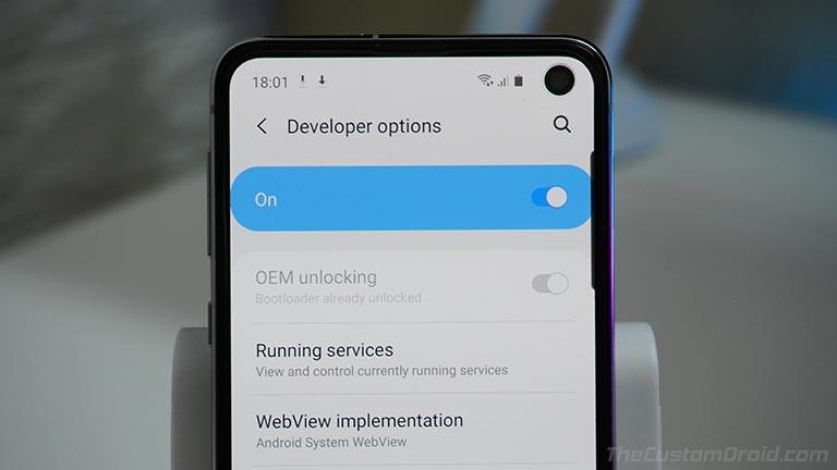 Убедитесь, что в Samsung Galaxy S10 включена разблокировка OEM.