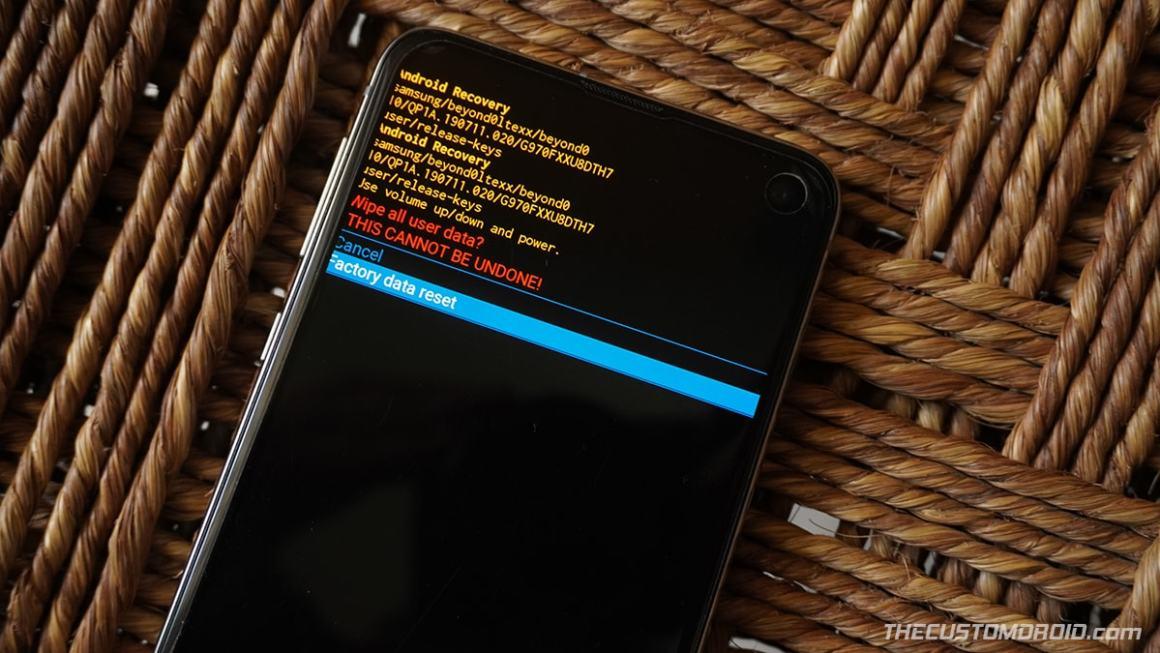 """Выбрать """"Сброс данных"""" в Stock Recovery до заводских настроек Galaxy S20"""