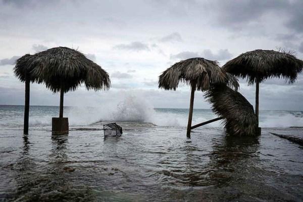 The Daily Herald - Hurricane Laura slams into Louisiana ...