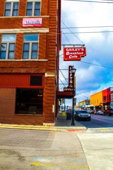 Eat and Stay in Springfield , Missouri: Gailey's Breakfast Cafe
