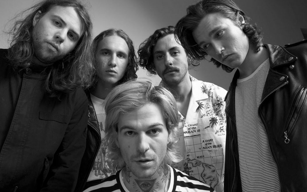 "[WATCH] The Neighbourhood - ""Daddy Issues"""
