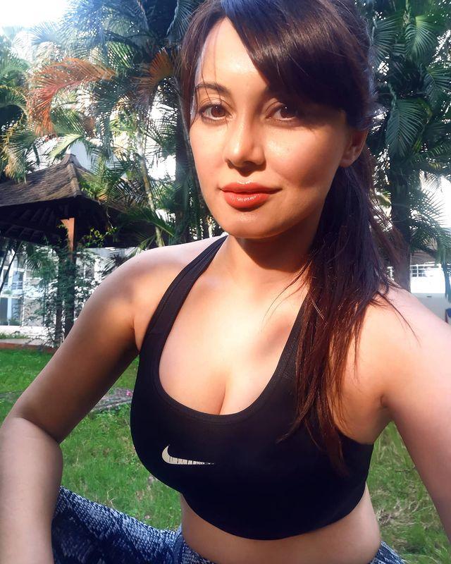 Manissha-Lamba-Hot
