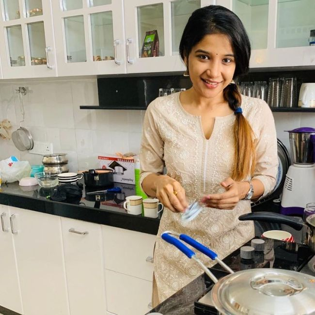 Sakshi Agarwal Home Kitchen Family