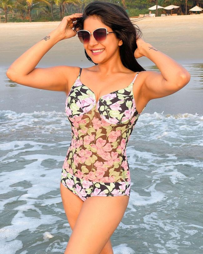 Sakshi Agarwal Swimsuit Bikini Photo