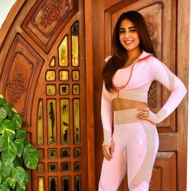 Ushna-Shah-Fitness-Wear