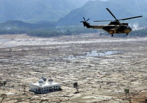 4-helicopter-tsunami-destruction_51404_600x450