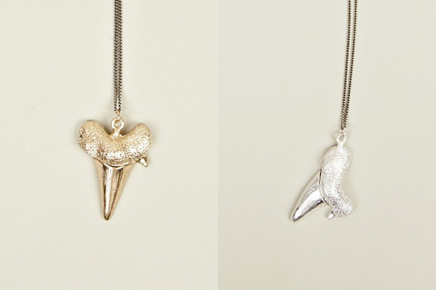 Paul-Smith-Shark-Tooth-Necklace-01