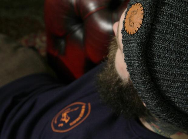 Halvo Shores Grey Beanie Close - Navy Coin Sweatshirt