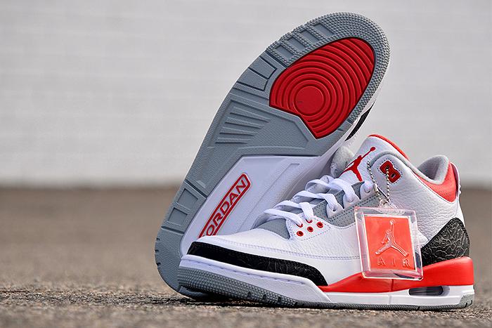 Air-Jordan-III-Fire Red-2013-Retro-02