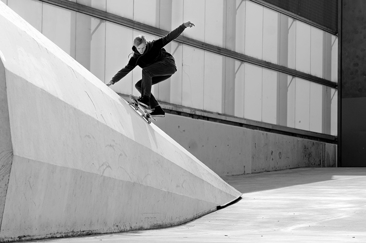 DC-Special-Delivery-European-skate-tour-01