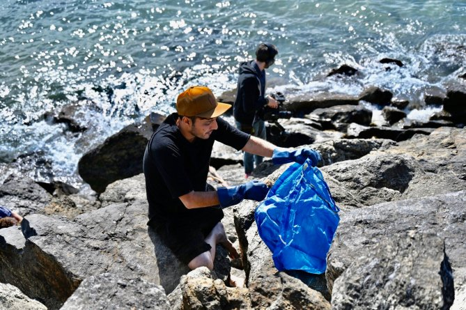 Afroz Shah, Sunset Point Beach, Surfrider, Los Angeles, LA, Plastic Pollution, Turning the Tide, Project Rise, Beach, Cleanup