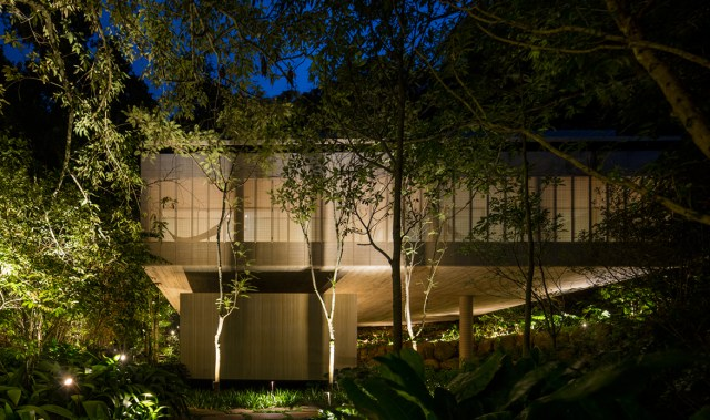 Structure and environment harmonise perfectly in this architectural jungle masterpiece