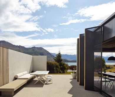 This Lake Wanaka winter retreat is a sleek, modern take on a mountain cabin