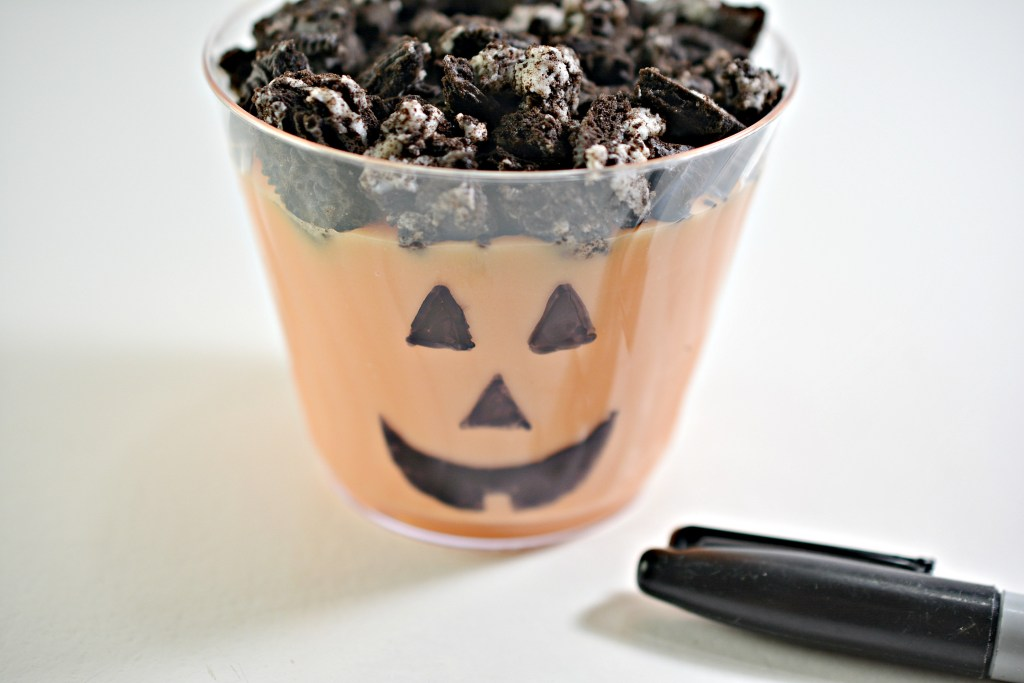 How to make Halloween pudding cups