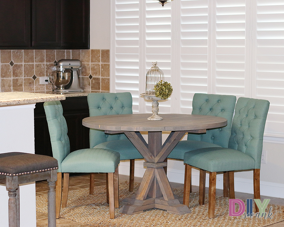 Reader Showcase // A Swanky Round Farmhouse Table