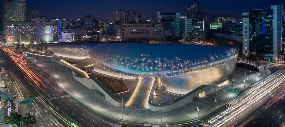 Seoul_Night-View-of-Dongdaemun-Design-Plaza_(c)Virgile-Simon-Bertrand.jpg