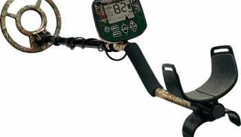 Best Metal Detector For The Beach of 2019 - Includes Buying