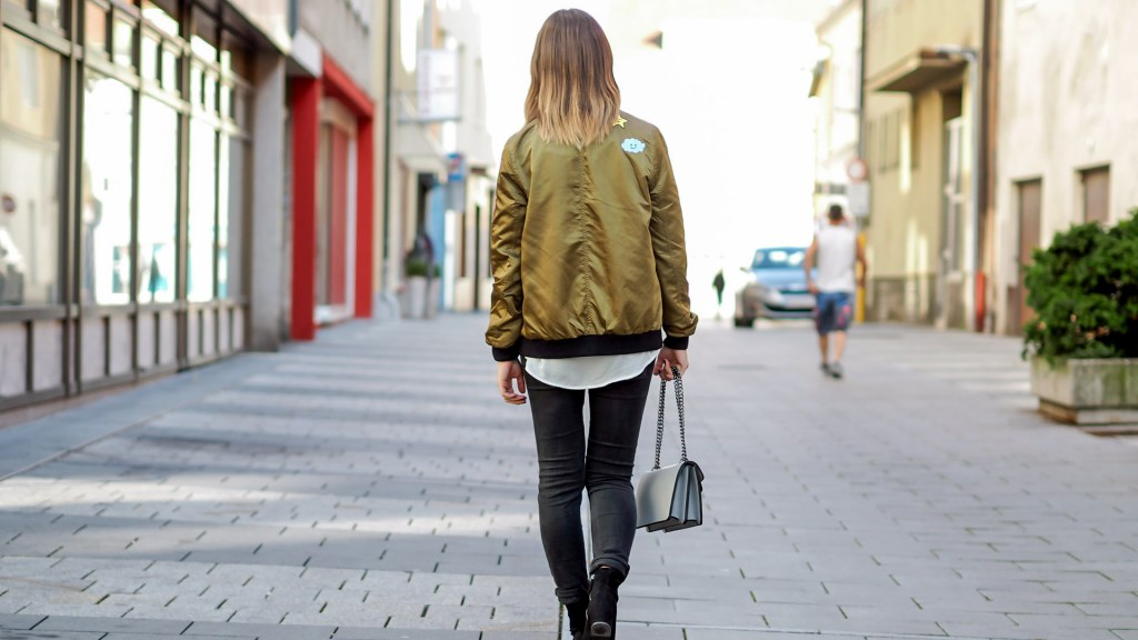 thediaryofbianca Beitragsbild_Outfit_Trendreport_Bomberjacke_Aboutyou-2